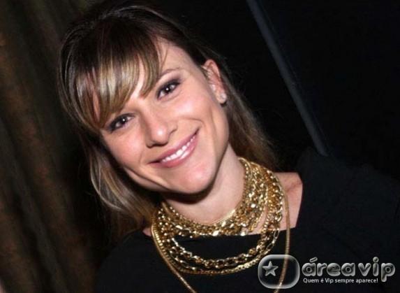 """Daniela Freitas deixa o """"Programa Amaury Junior"""" e vai para a Band"""