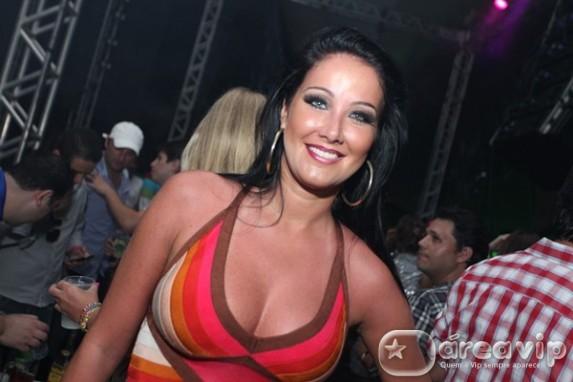 Helen Ganzarolli sofre queimadura no SBT
