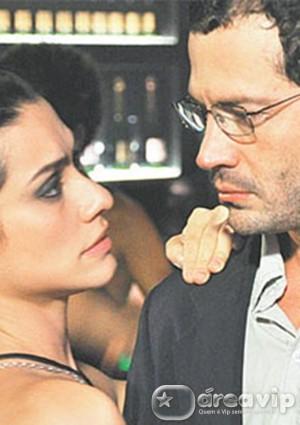 Malvino Salvador vive professor apaixonado pela aluna Cleo Pires em longa