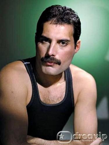 Queen faz homenagem aos 65 anos de Freddie Mercury – Veja!