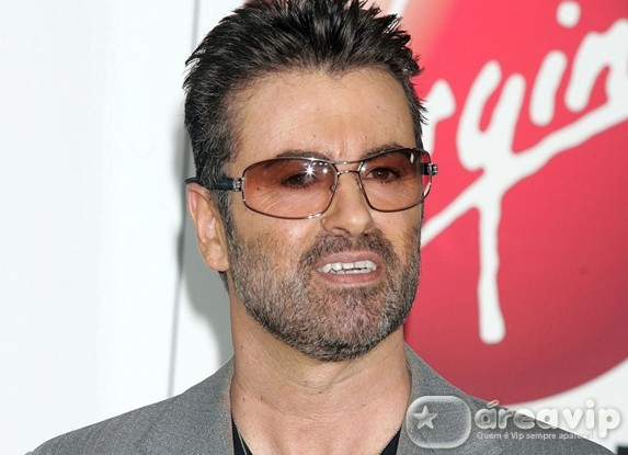 George Michael sofre acidente