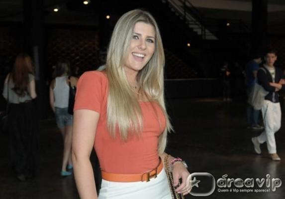 Iris Stefanelli participa do 'Cante Se Puder'