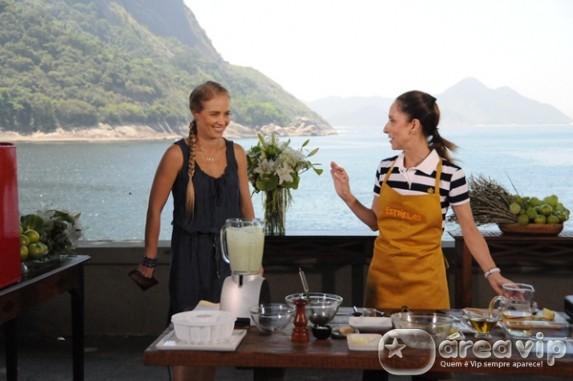 Angélica descobre o talento culinário de Ana Botafogo