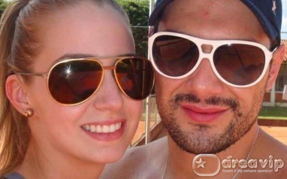 Ex-mulher de Michel Teló assume namoro com advogado