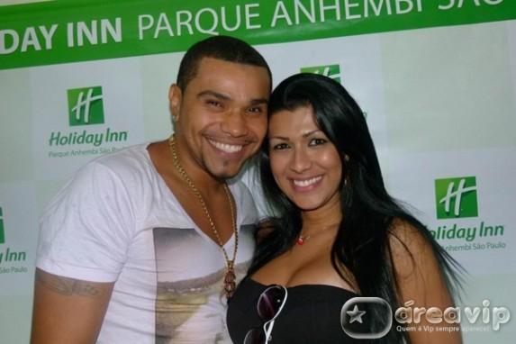 Mulher Moranguinho espera um filho do cantor Naldo, diz coluna