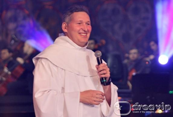 Padre Marcelo Rossi pode estar de saída da rádio Globo