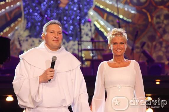 Padre Marcelo Rossi grava dvd com participação de Xuxa e famosos