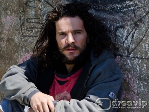 Daniel de Oliveira vive um mendigo em especial