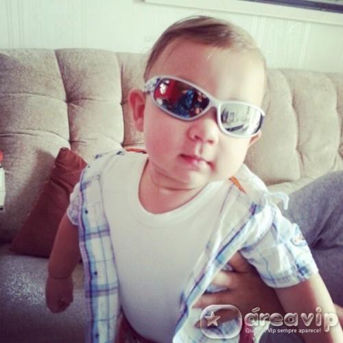 9959503eedb1a Priscila Pires posta foto do filho todo estiloso - Área VIP
