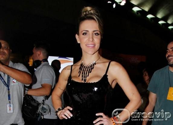 Joana Machado assina contrato com a RedeTV!