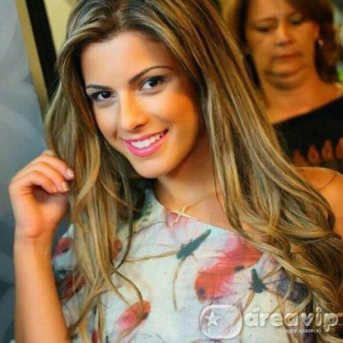 Babi Rossi engata romance com ex-affair de Helen Ganzarolli