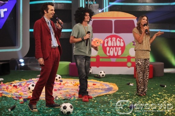 Felipe Dylon vira hippie em prova do 'Cante Se Puder'