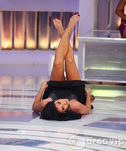 Helen Ganzarolli faz 'quadradinho de 8' no Programa Silvio Santos