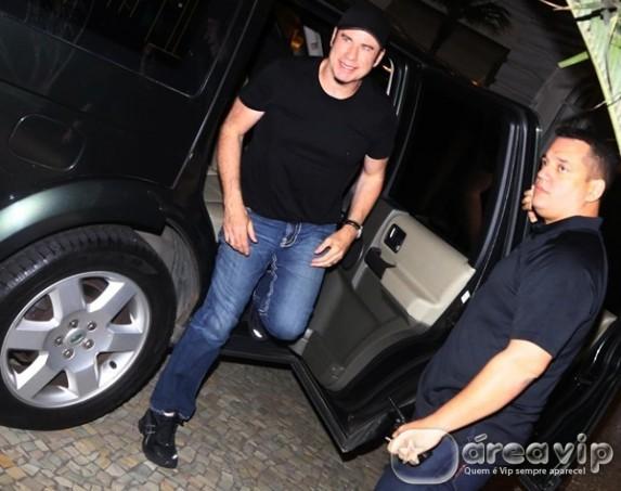 John Travolta chega ao Rio de Janeiro