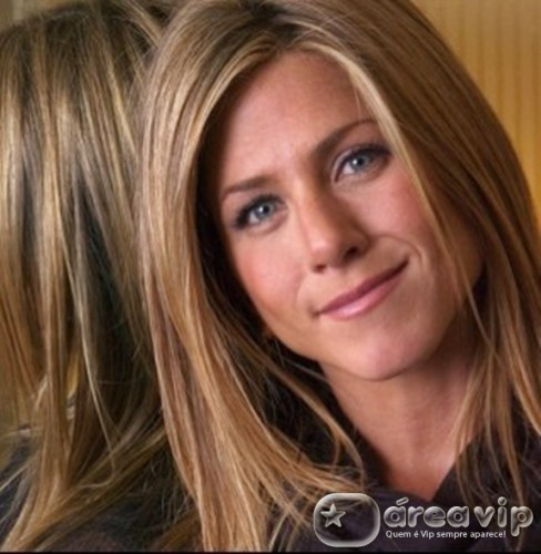 Jennifer Aniston cancela voo para evitar encontro com Angelina Jolie