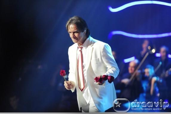 Celebração e glamour marcaram a gravação do especial de Roberto Carlos
