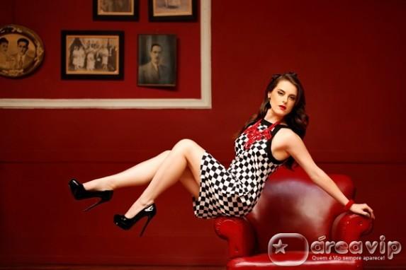 Alessandra Maestrini posa para ensaio de moda