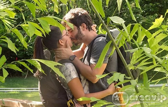 Últimos Capítulos –  Celina pede prova de amor e William responde com beijão