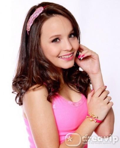 Larissa Manoela sofre acidente em gravação no SBT