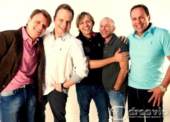 'Domingo Show' anuncia a volta do Grupo Polegar e reúne no palco os cinco integrantes