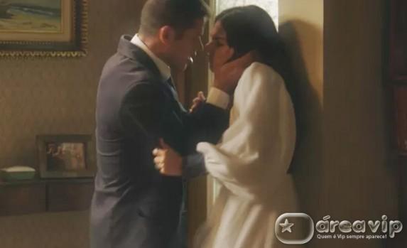 Reta final – Pedro resolve fazer surpresa para Sandra e se dá mal