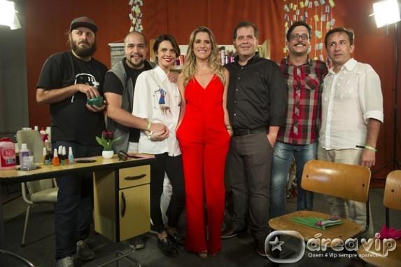 Imprensa conhece cidade cenográfica e elenco do seriado 'Chapa Quente'