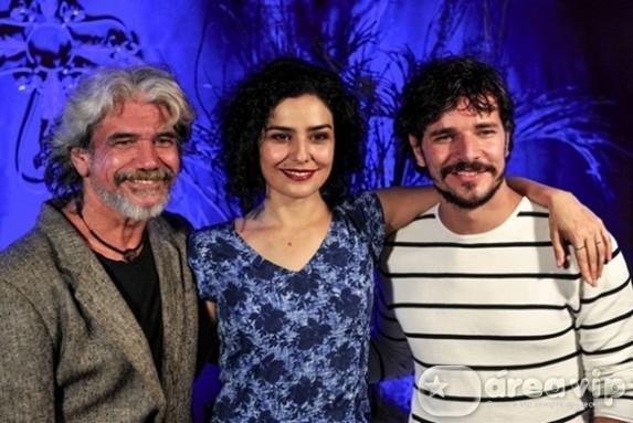 Imprensa conhece o cenário e elenco da nova série da Globo, 'Amorteamo'