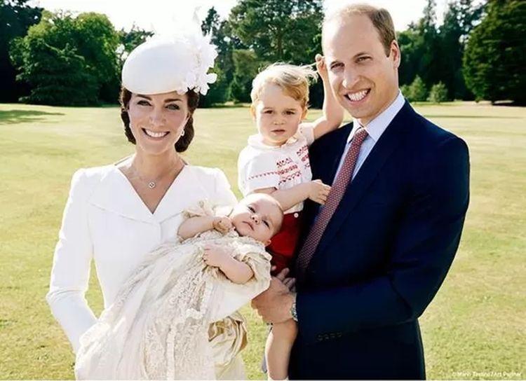 Palácio divulga fotos do batizado de Charlotte Elizabeth Diana