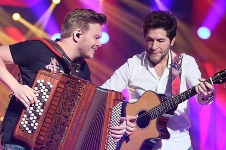 Daniel canta com Michel Teló no 'The Voice'
