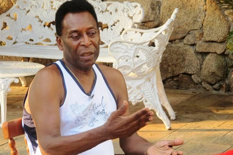 Pelé é internado em hospital após encontro com Mbappé