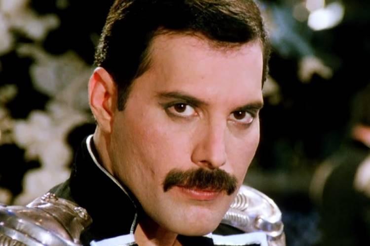 Morte de Freddie Mercury completa 25 anos e internautas prestam homenagem