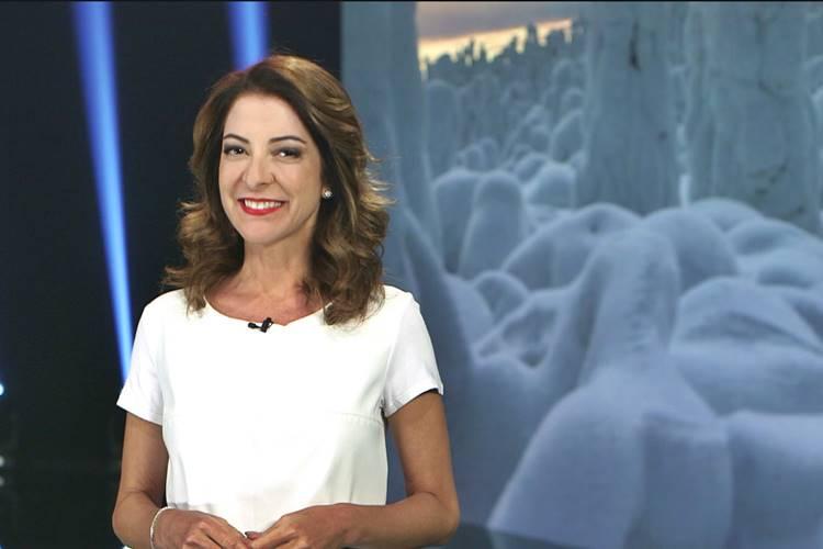 Ana Paula Padrão compartilha foto ousada e alfineta ministra Damares