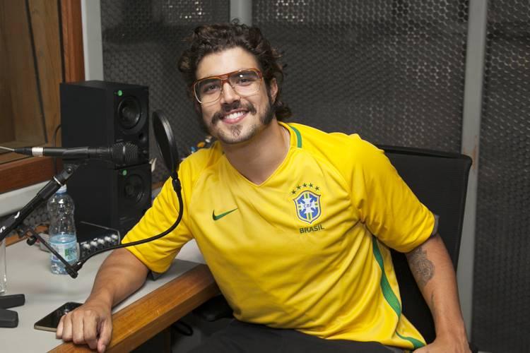 Caio Castro agride fotógrafo e é expulso de festa por policiais