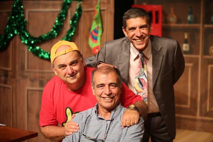 """Atores convidam """"Área VIP"""" para conferir o espetáculo """"Três Homens Baixos"""" em São Paulo – Ganhe Ingressos!"""