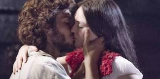 Novo Mundo - Joaquim e Anna se beijam (Reprodução/Ellen Soares/Gshow)