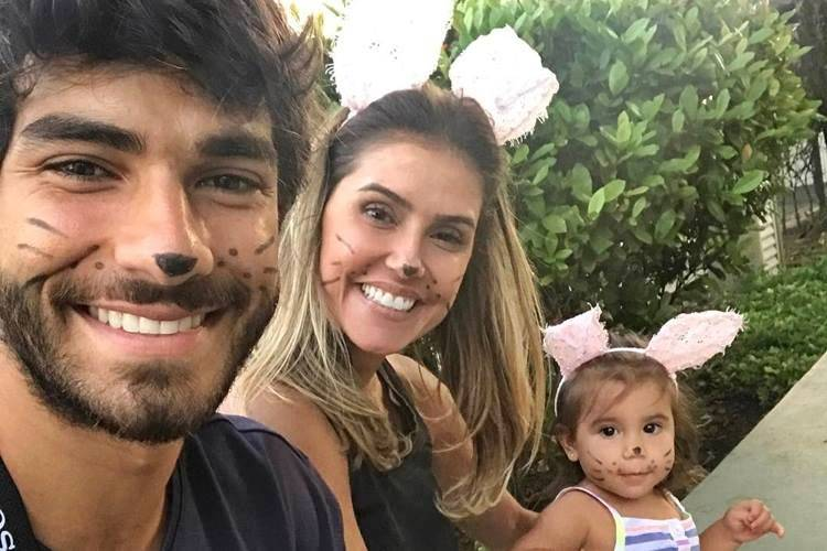 Hugo Moura com Deborah Secco e Maria Flor/Instagram