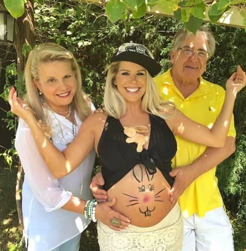 Karina Bacchi com o pais/Instagram