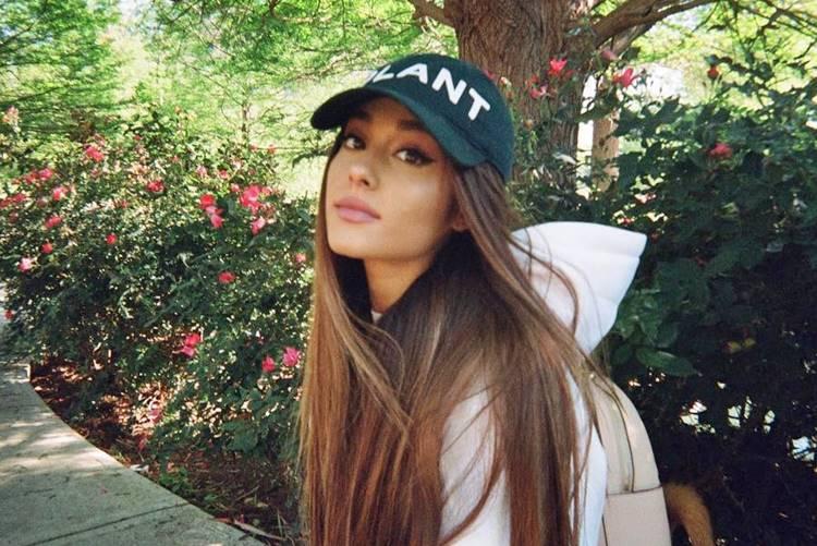 Ariana Grande teria se oferecido para pagar enterro de vítimas após atentado, diz site