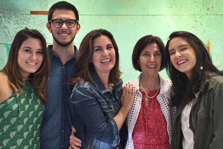 Beatriz, Vinícius, Fátima Bernardes, Eunice e Laura/ Instagram