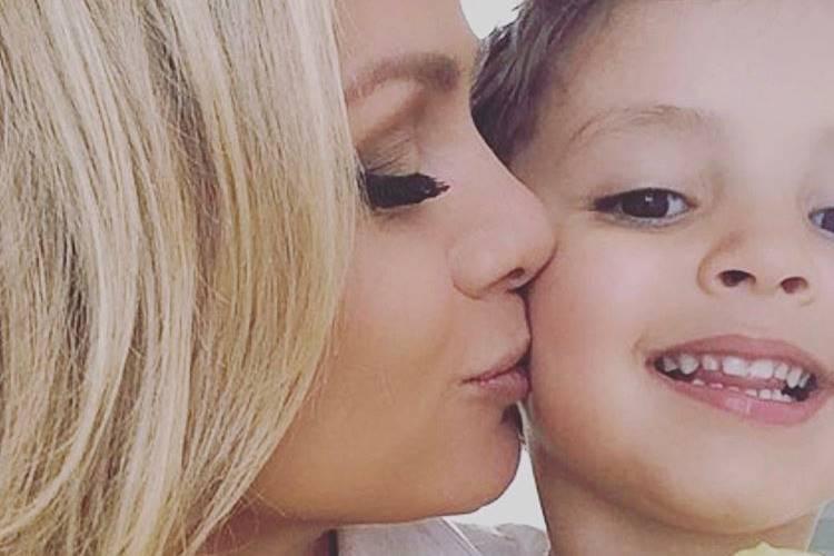 Grávida, Eliana chora com homenagem do filho no 'Dia das Mães'