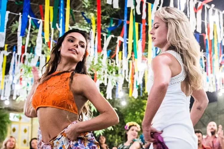 A Força do Querer - Ritinha e Jeiza dançando (Reprodução/João Miguel Júnior / TV Globo)