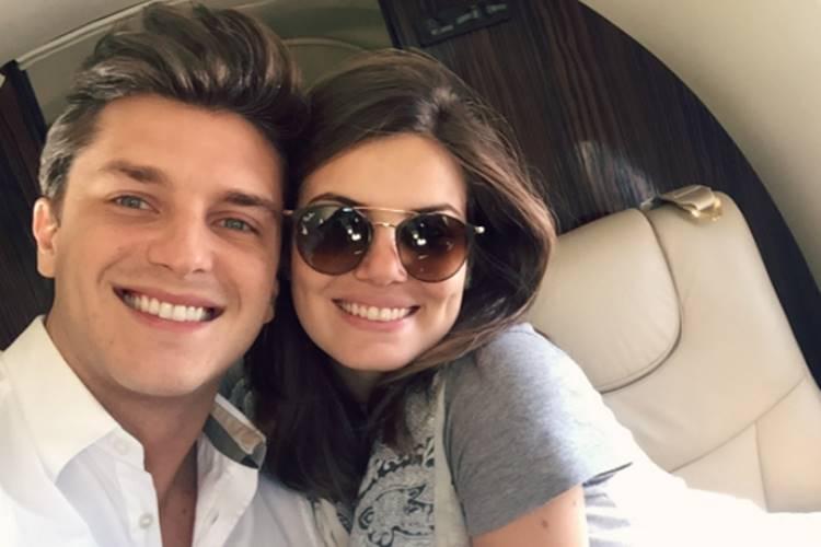 Camila Queiroz parabeniza Klebber Toledo pelo 31º aniversário – Veja o álbum romântico do casal!