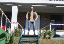 """Marcos Mion apresentando """"A Casa"""" (Reprodução/RecordTV/Foto: Antonio Chahestian)"""