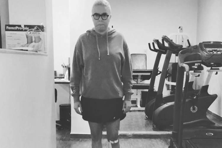 Maria Gadú reaprende a andar após cirurgia