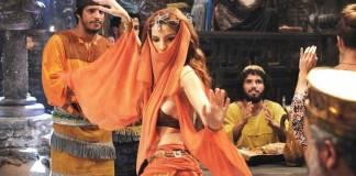 O Rico e Lázaro - Samira dança na Casa da Lua (Munir Chatack/Record TV)