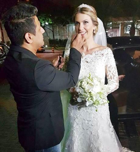 Edu Sacchiero dando os últimos retoques na noiva Poliana Helena/Instagram