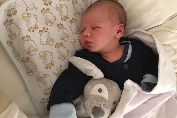 Filho de Gusttavo Lima e Andressa Suita é paparicado pela avó: 'Príncipe'