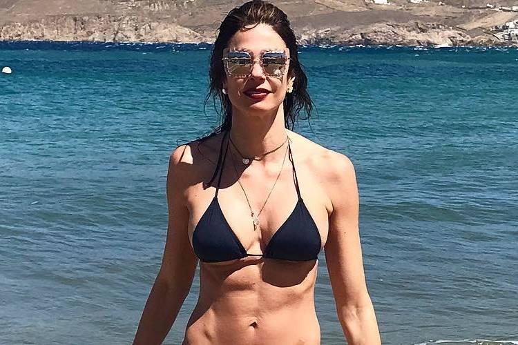 Luciana Gimenez publica foto de mergulho com cauda de sereia