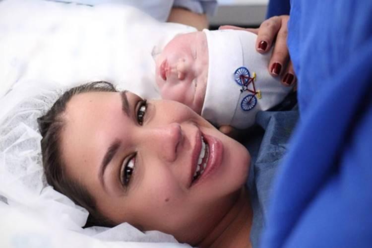 Nasce o filho de Thais Fersoza e Michel Teló: