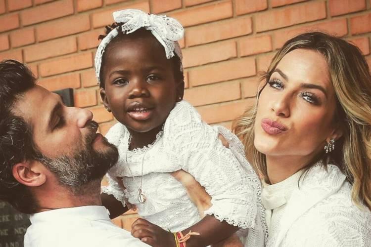 Giovanna Ewbank e Bruno Gagliasso batizam Títi em São Paulo – Confira as fotos!
